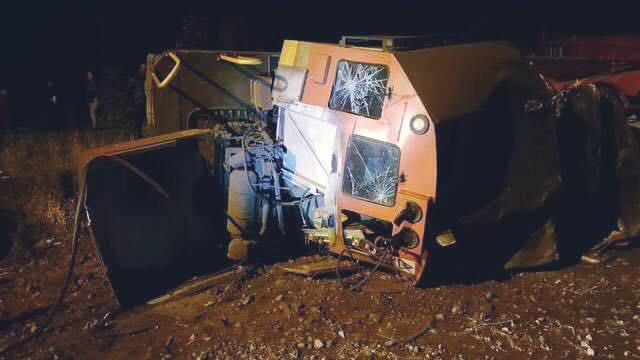 SIR LOWRYS PASS: LOCOMOTIVES OVERTURNED. 2 PEOPLE SUSTAINED SERIOUS INJURIES