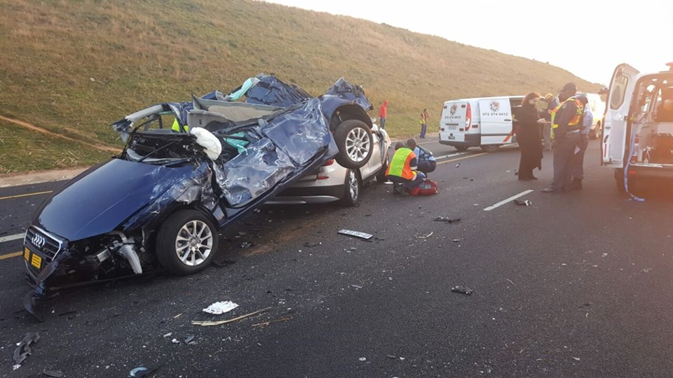2 PEOPLE WERE KILLED IN A CRASH THIS MORNING AROUND 06H00 OUTSIDE