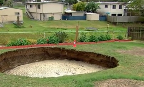 ABROAD: A MASSIVE SINKHOLE IN BACKYARD IS GROWING BY THE HOUR!
